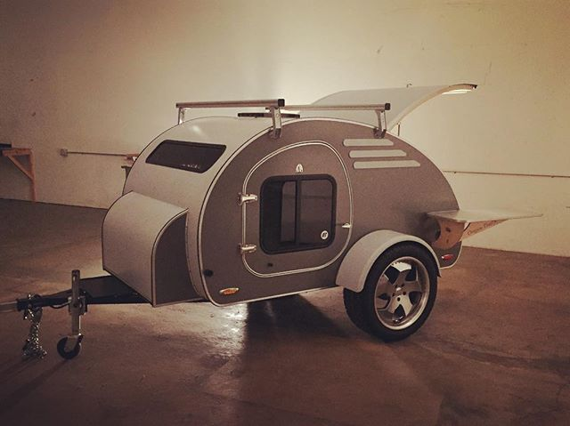 There she sits, trying to lure me away from work for an adventure... #temptress #itsworking #frontear #oregontrailerfamily #teardrop #teardropcamper #teardroptrailer #camp #camper #camping #rollinondubs #stargazer #thisishowweroll