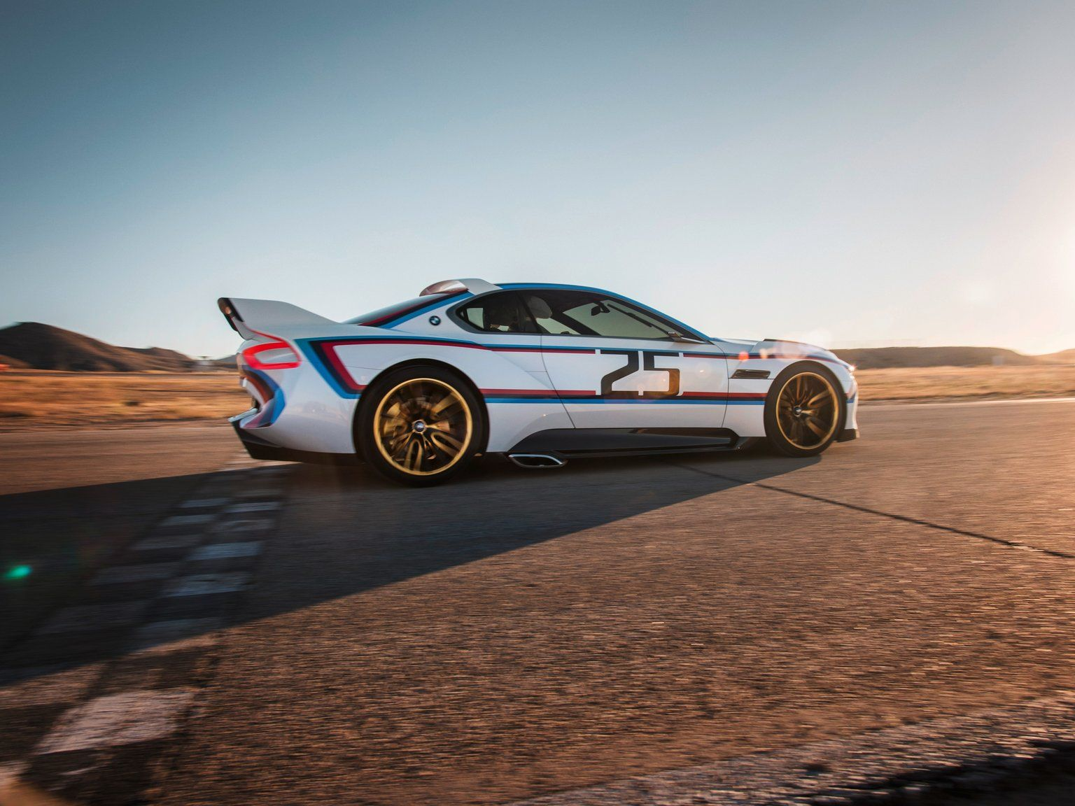 To pay homage to the legendary 3.0 CSL, BMW has built the 3.0 CSL Hommage R concept.