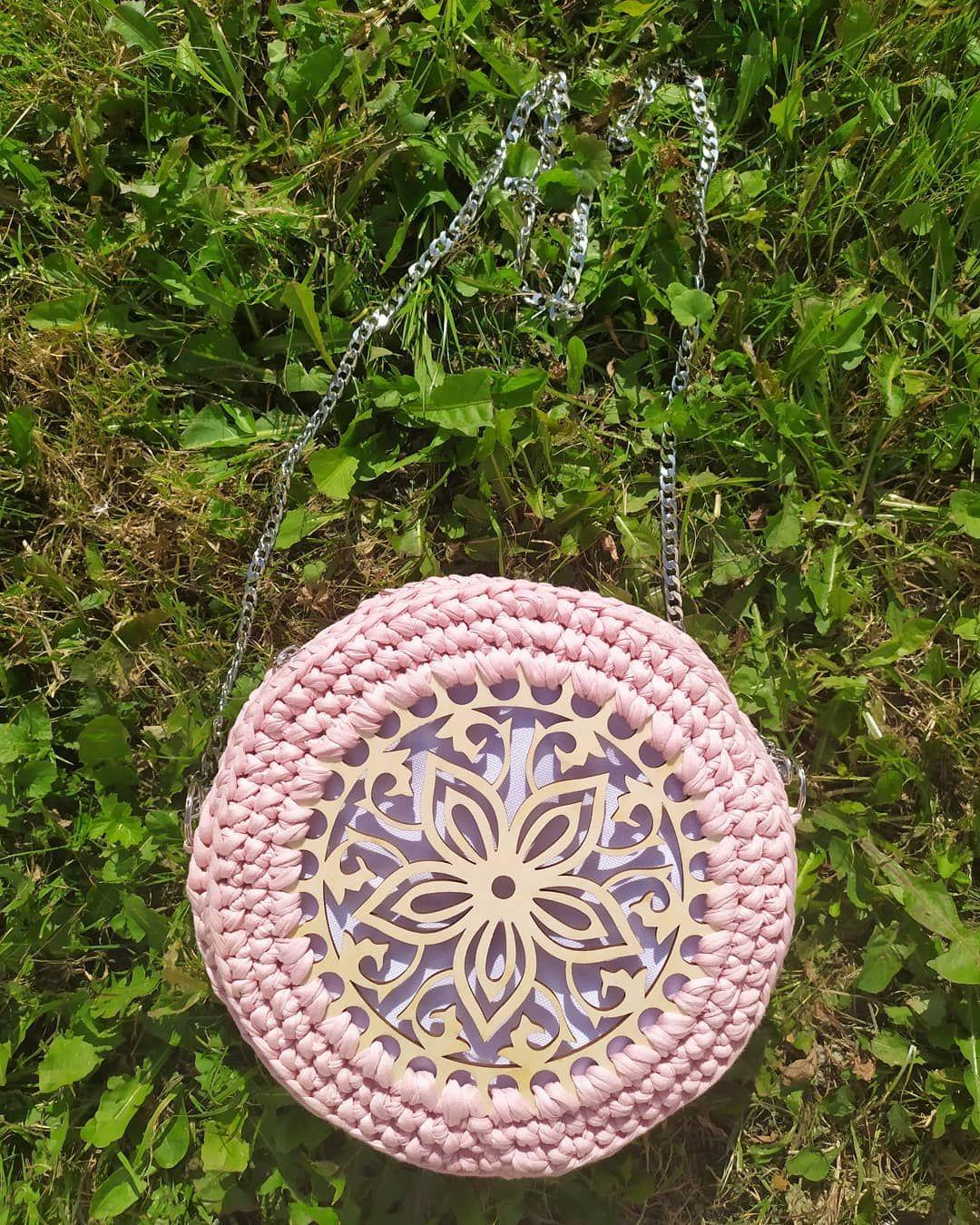 Polubienia 10 Komentarze 1 Anna Horoszkiewicz Hanndicraft Na Instagramie Torebka Kuferek Okragla Srednica Crochet Earrings Outdoor Decor Earrings