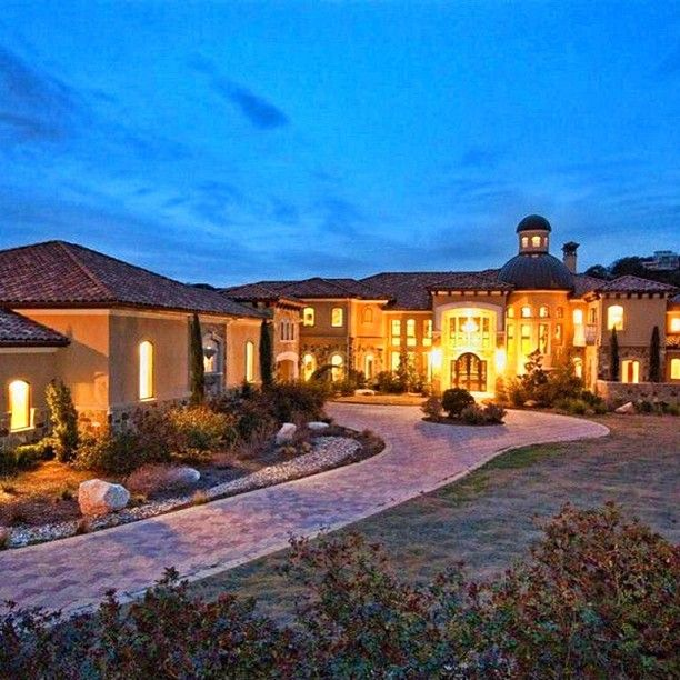 This Stunning Austin Tx Estate Is Made For The Home Entertainer With An Indoor Basketball Court 2 O Indoor Basketball Court Mansions Outdoor Basketball Court
