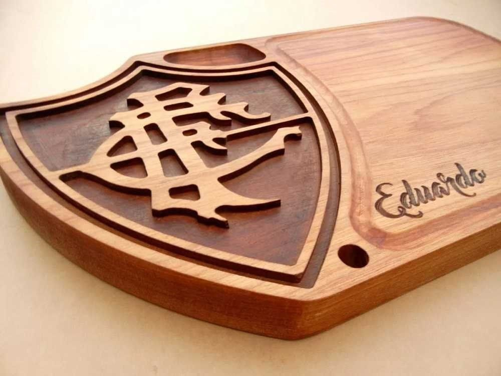 b4d3ba9240 Tábua de carne em madeira para churrasco personalizada time Fluminense -  Adrishop - Sua Loja de Variedades