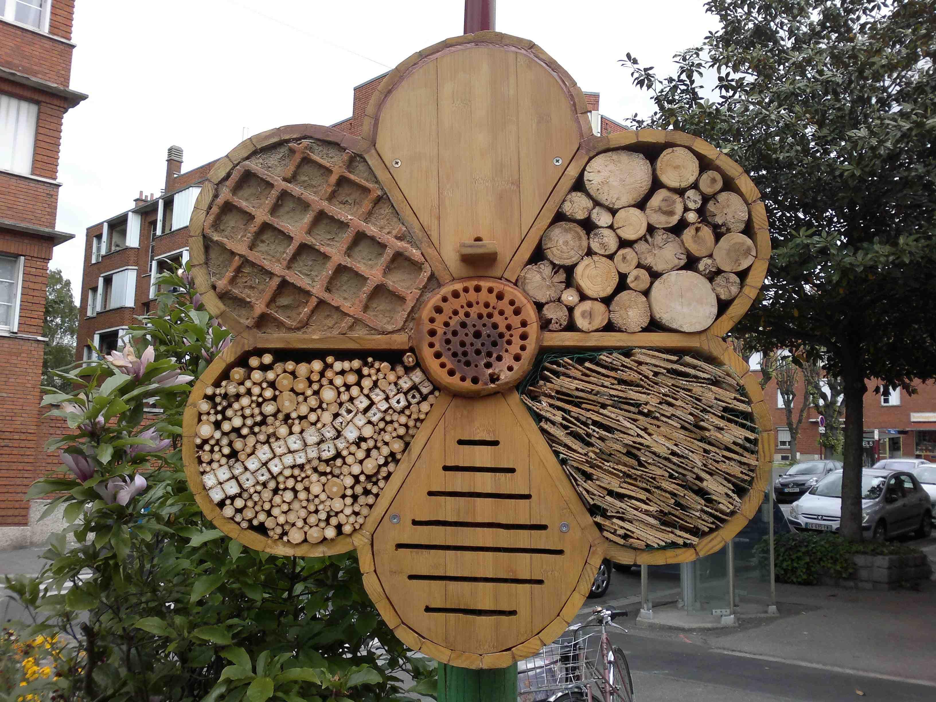 Hotel insectes place s verine jardinons ensemble projets essayer insektenhotel - Maison a insectes plan ...