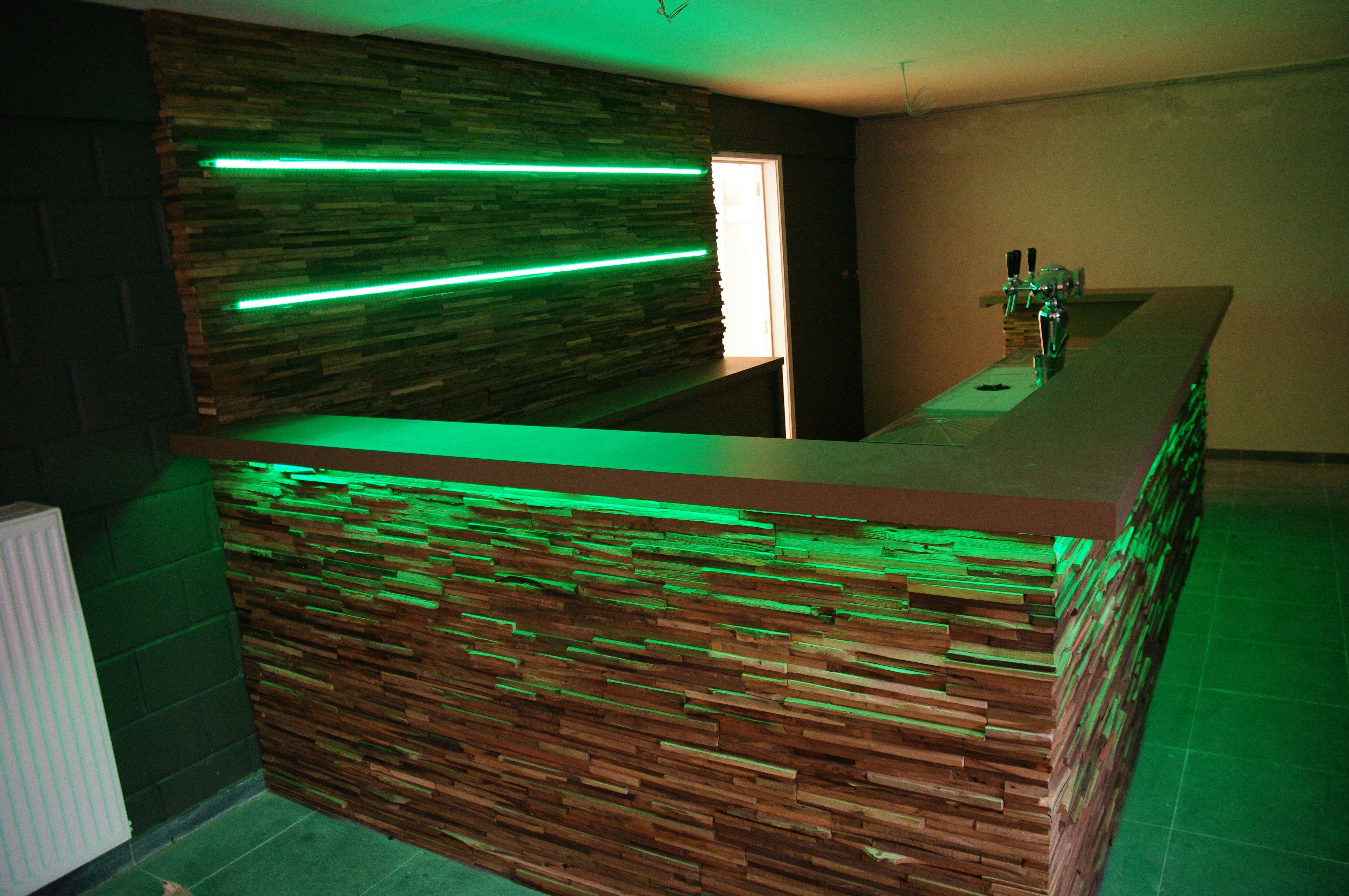 Deze design bar in hout met led verlichting is één van onze ...