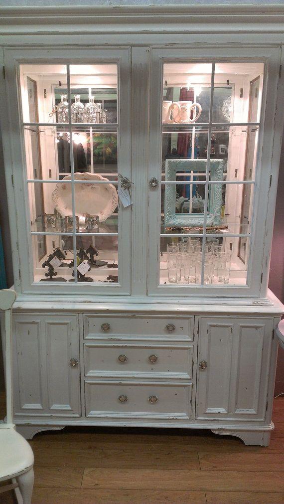 vintage bernhardt lighted china cabinet white shabby chic lightly distressed new apt shabby. Black Bedroom Furniture Sets. Home Design Ideas