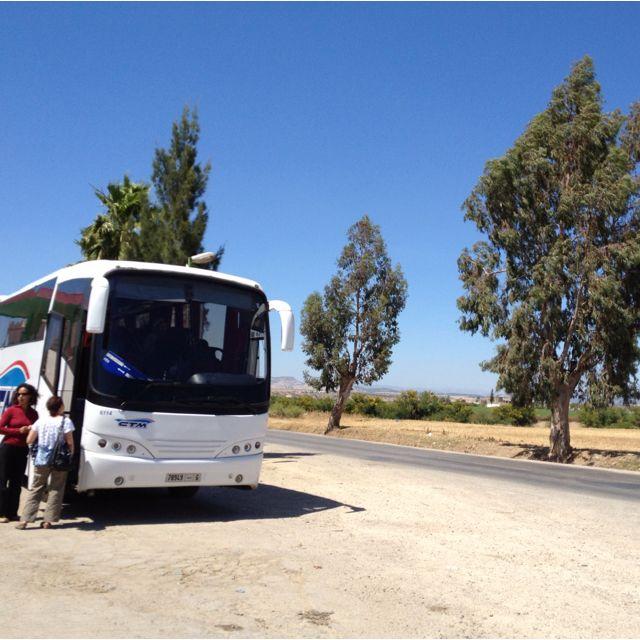 フェズへ。長距離バスの休憩中。