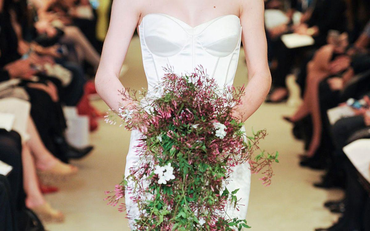 Hochzeits-Accessoire - 7 inspirierende Brautsträuße vom Laufsteg