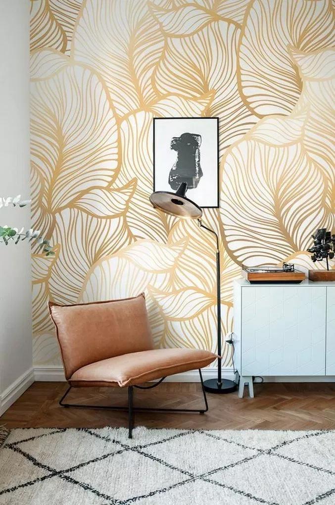 Les Papiers Peints Les Plus Incroyables Pour Donner Vie A Votre Decor Voir Plus En Gold Wallpaper Living Room Apartment Decorating Livingroom Home Wallpaper