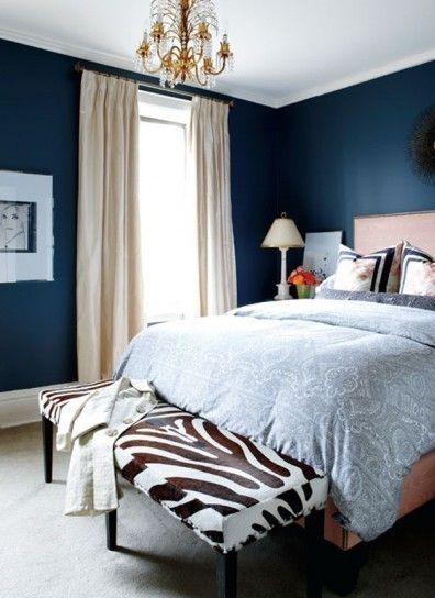 A proposito di colori per la camera da letto, le sfumature del blu sono le tonalità adatta e coniugare eleganza e relax. Pareti Della Camera Da Letto Colorate Stanza Blu Blue Bedroom Walls Home Bedroom Blue Bedroom Design