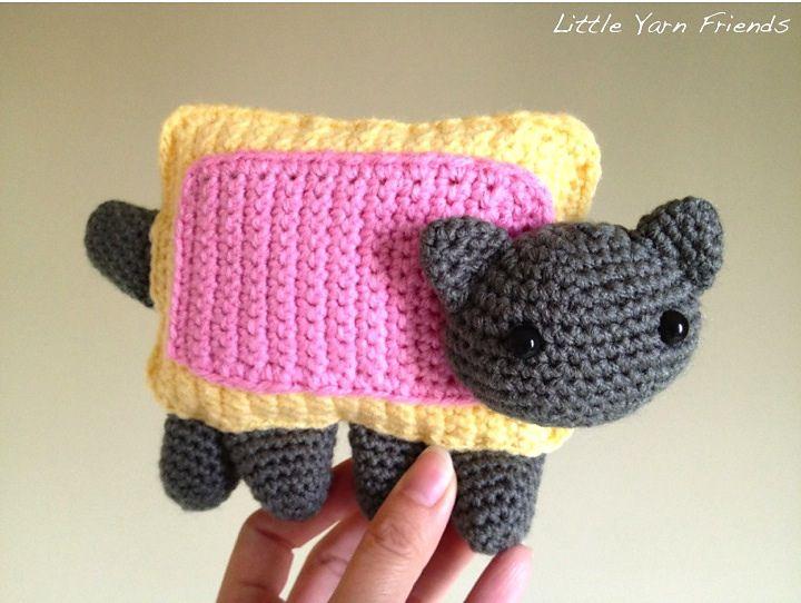 Free Amigurumi Cat : Free pattern ravelry: nyan cat pattern by rachel hoe crochet