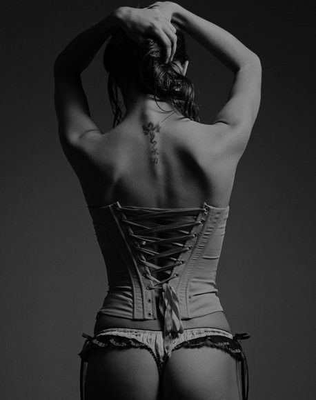 fasciitis-nude-woman-with-corset-piercings-anal
