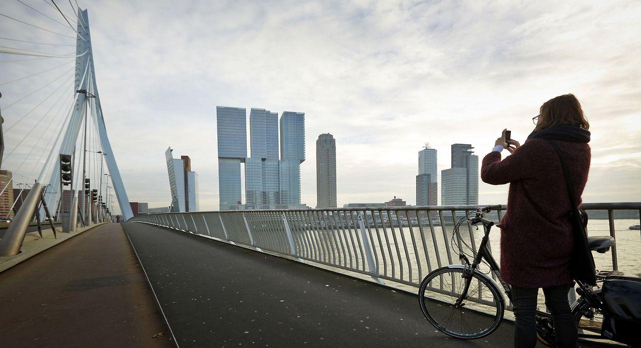"""""""De Rotterdam"""" el nuevo edificio de Rem Koolhaas en el antiguo puerto deWilhelminapier , Rotterdam . Foto :EFE / ROBIN VAN LONKHUIJSEN -"""