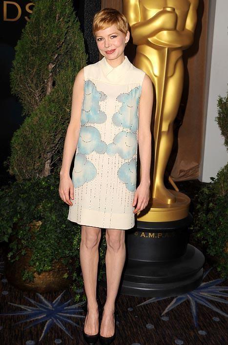 Vestido de nuvenzinha by Victoria Beckham. Amei!
