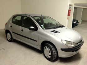 vente de peugeot 206 5 portes 1 4 75 xt occasion de 2001 3000 montpellier 34 voiture. Black Bedroom Furniture Sets. Home Design Ideas