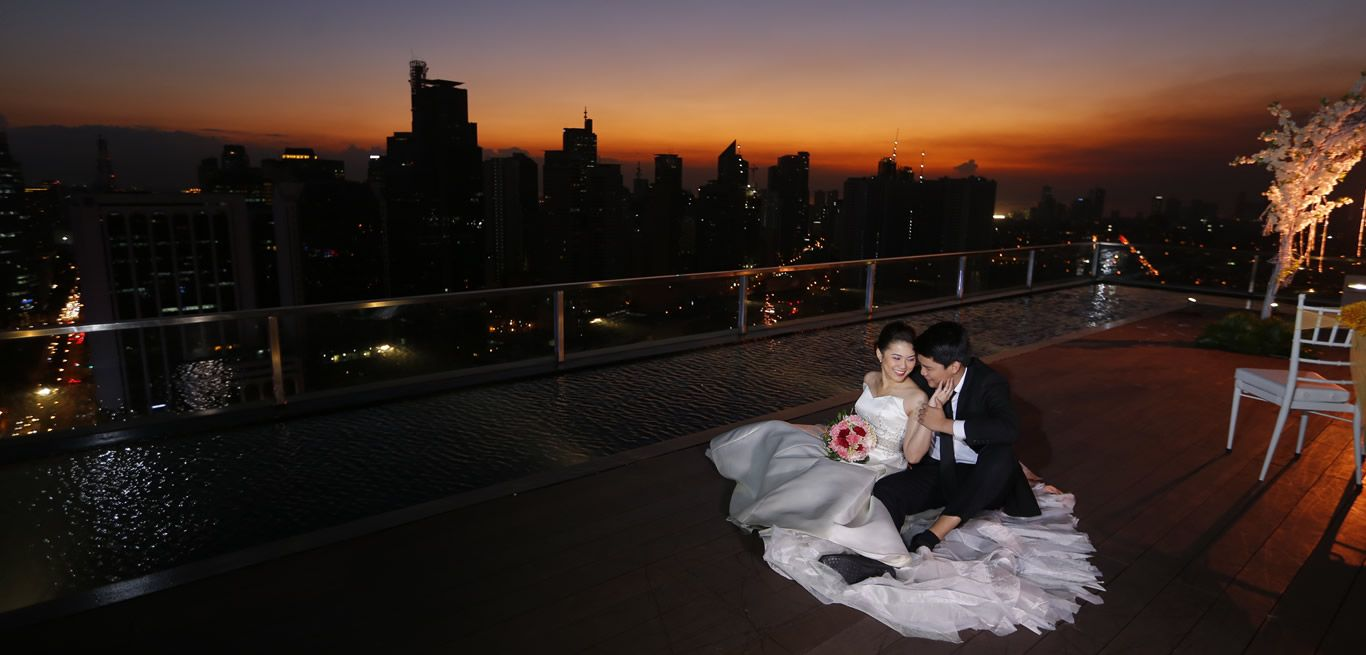 Marvelous Sunset View On The City Garden Grand Hotel At Makati