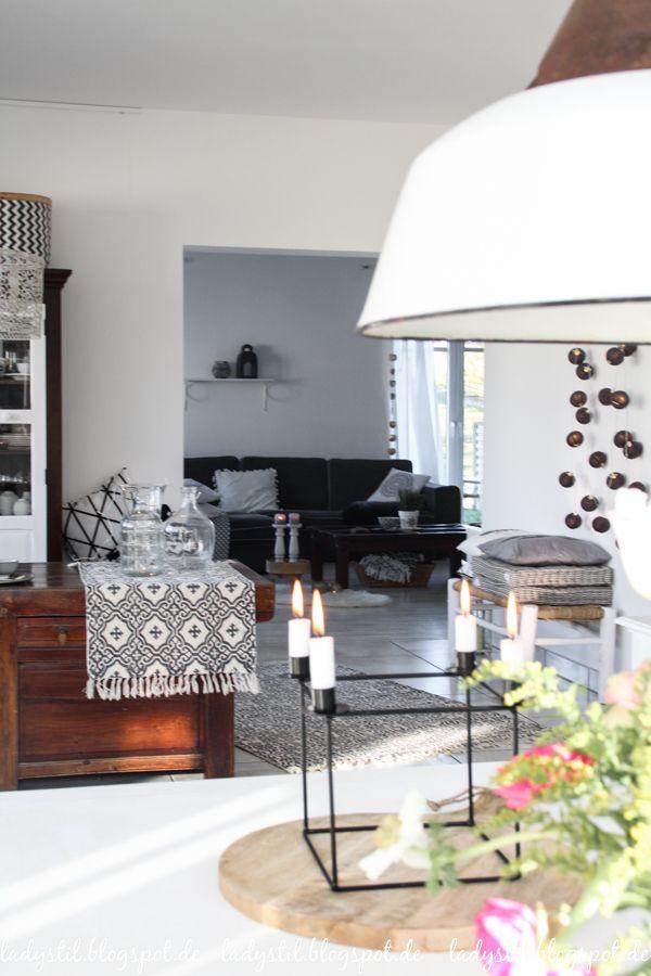 Interior in Weiß Schwarz und Holz im Scandiboho Style Main Entry