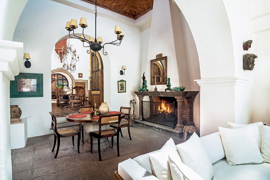 Spectacular Spanish Style Homes From Around The World With Images Spanish Style Homes Spanish Dining Room Spanish Decor