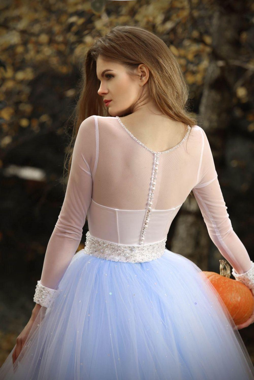 Prinzessinnen Brautkleid blau weiß mit Perlen und langen ...