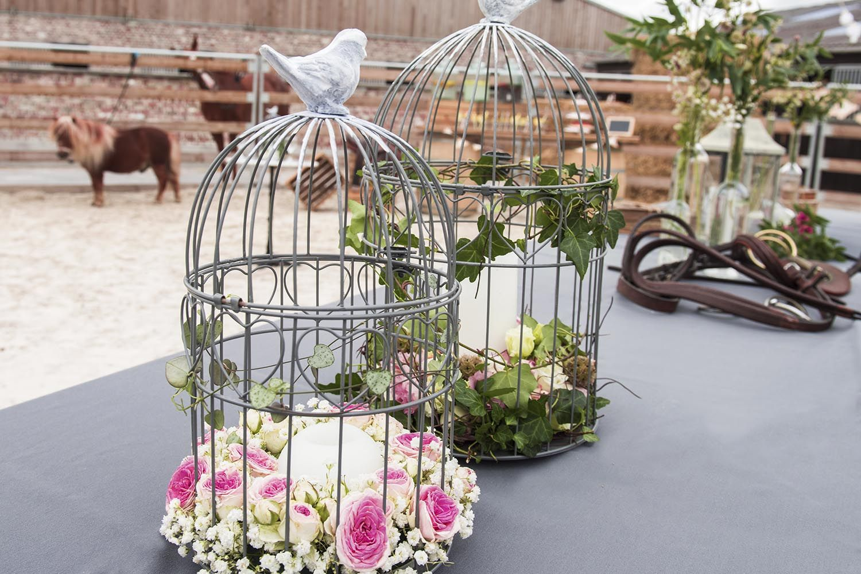 cages oiseaux fleuries poser en centre de table ou l ext rieur pour un bel effet vous. Black Bedroom Furniture Sets. Home Design Ideas