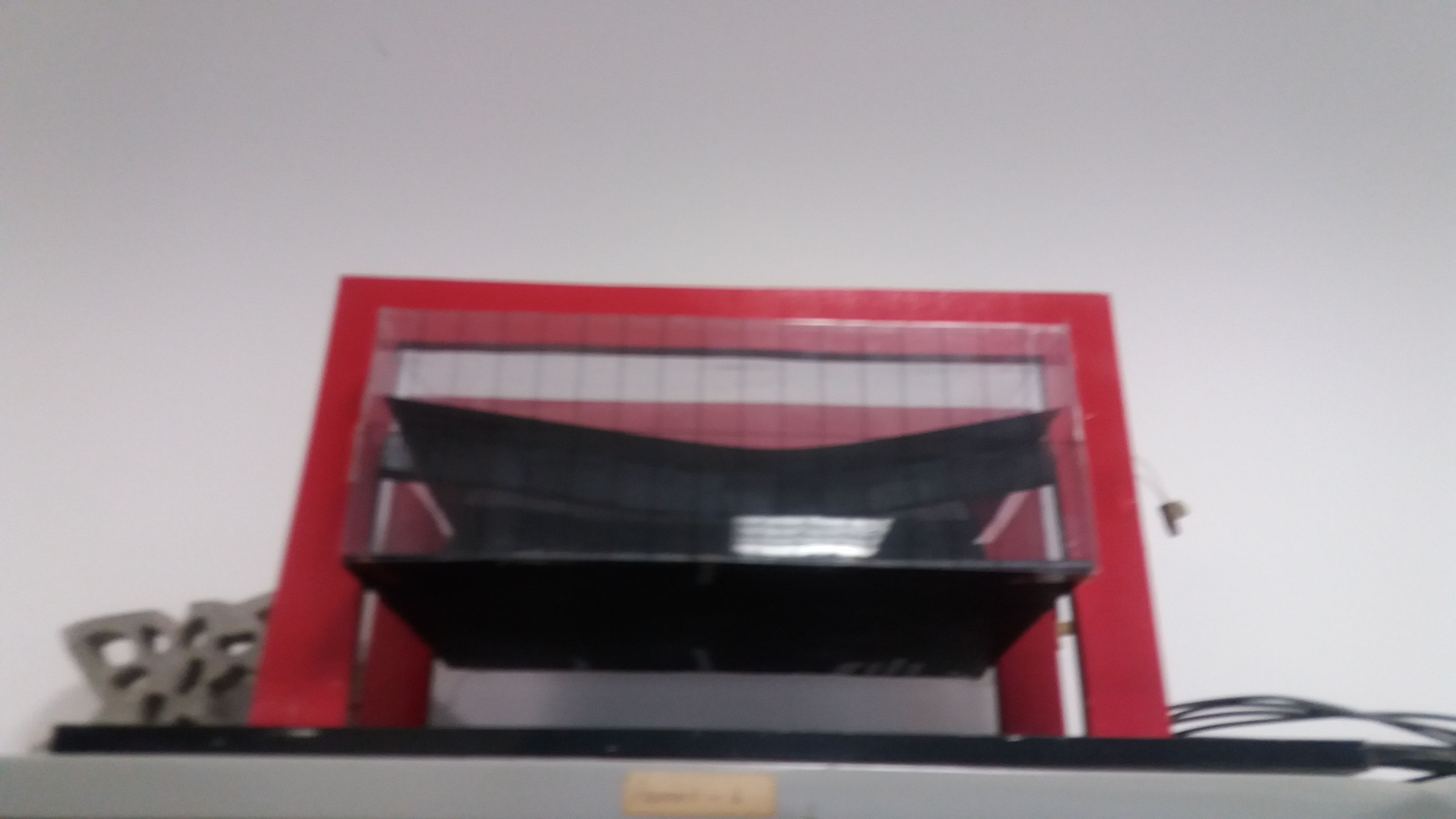 Artefato presente em um dos laboratórios do Campus ,o mesmo  remete estrutura Chinesa .