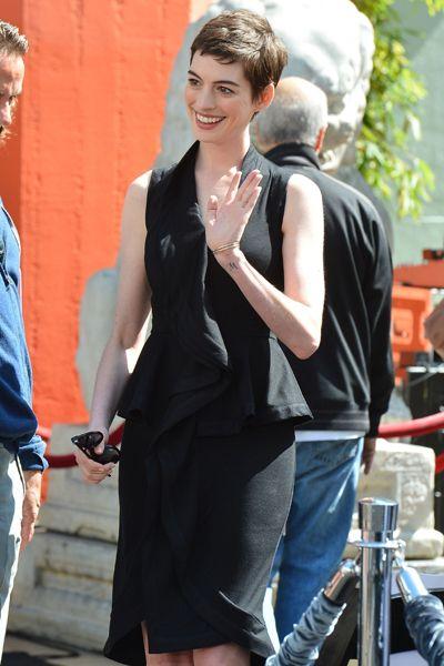 Givenchy sobre Hathaway
