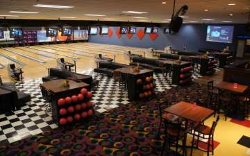 Bowling Action At Pinheads Hamilton County Cancun Spring Break Attraction