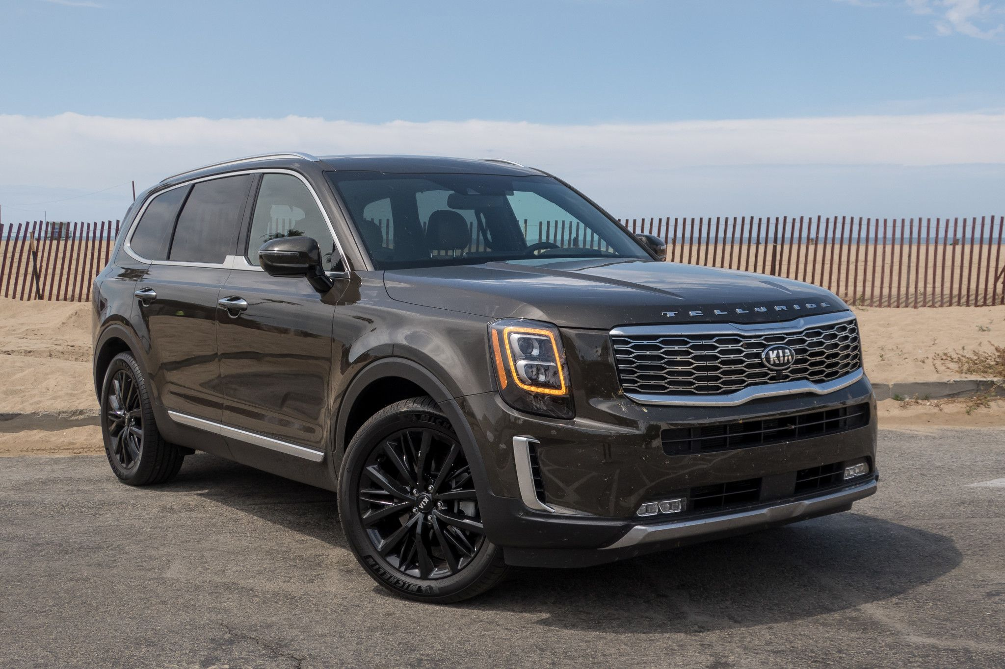 2020 Kia Telluride 6 Things We Like And 2 Not So Much News From Cars Com In 2020 Large Suv Kia Suv