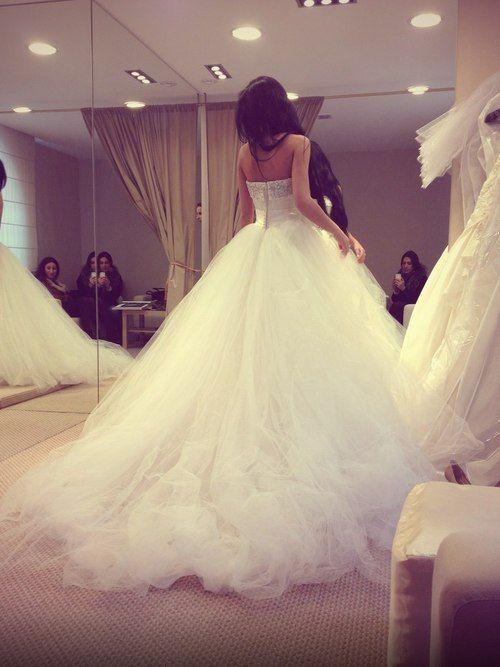 Wedding dress. I like the fall ♡