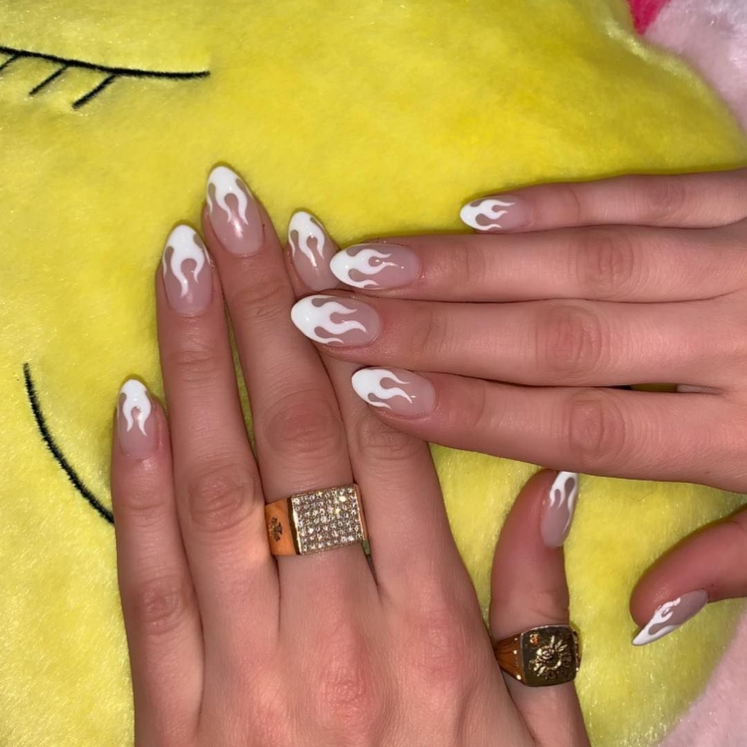 Beyonce Proved Why A Dark Lip And Diva Attitude Can T Be Beat While Other Celebrities Nailed No Ma White Tip Nails White Tip Nail Designs Almond Acrylic Nails