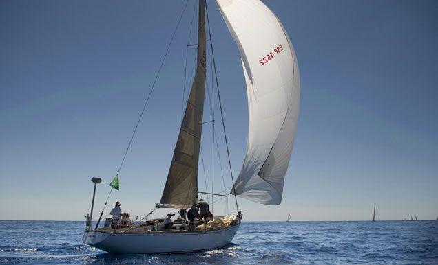 La embarcación Calima, durante la primera regata de la Copa del Rey de Barcos Clásicos en Mahón.   EFE