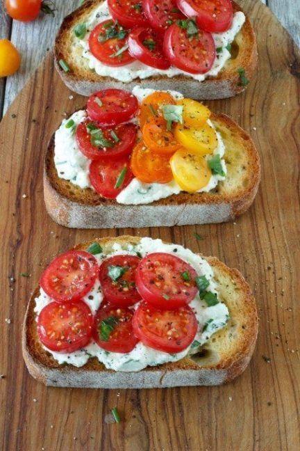 Fresh Tomato and Herbed Ricotta Bruschetta #vegetarischerezepteschnell