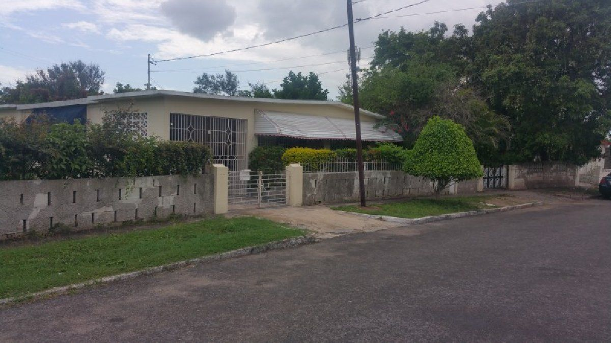 Bath House For Sale In Hughenden Off Molynes Road Kingston St Andrew Jamaica