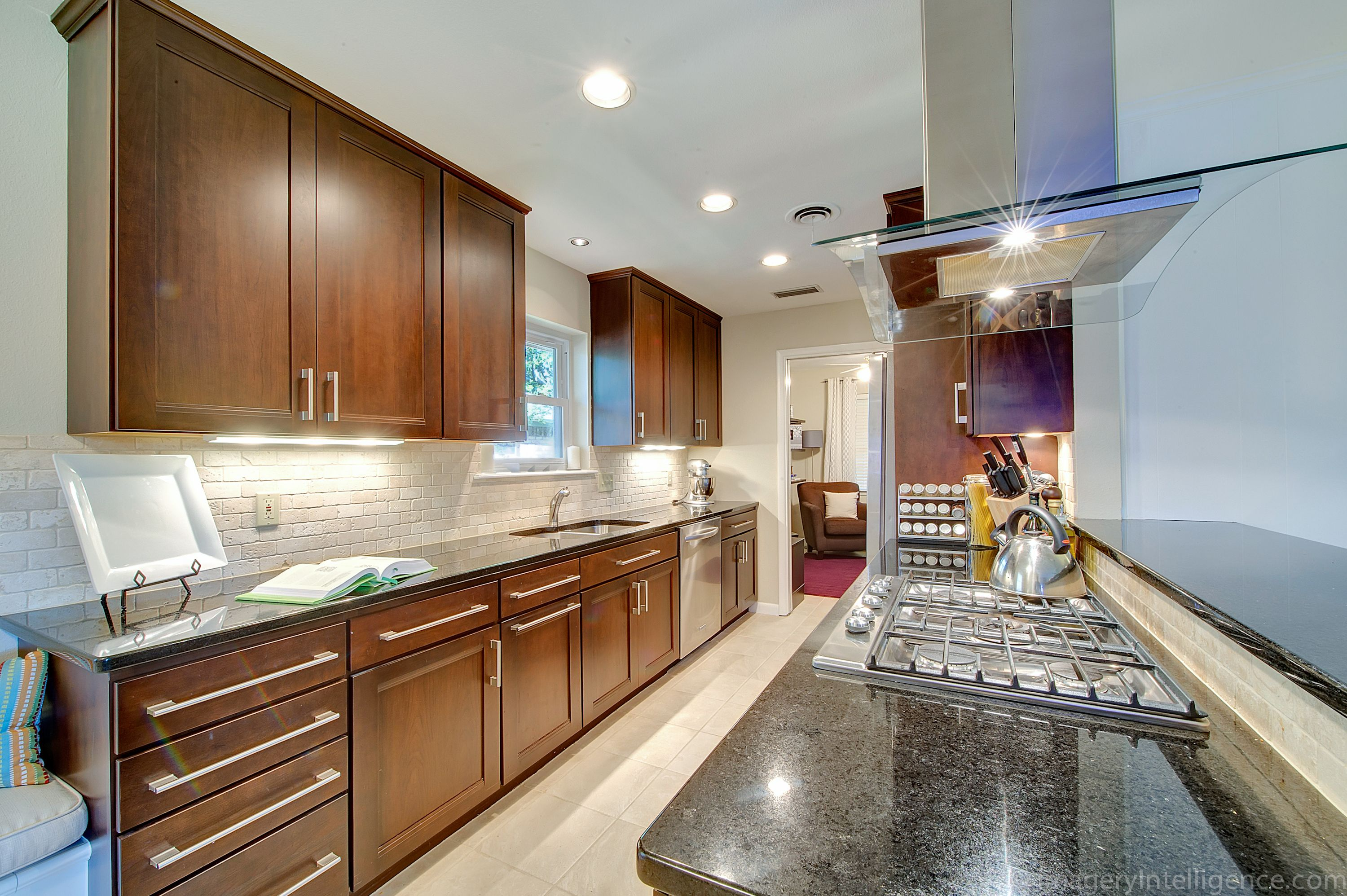 emphasizing vertical lines draw your eyes upward expanding the room kitchen cabinets on kitchen cabinets vertical lines id=30203