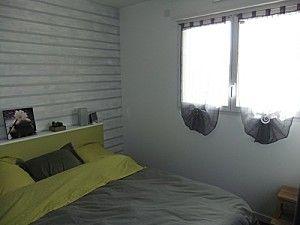 un mur peint en gris et bandes blanchies imitant le lambris g nial et pas cher d coration. Black Bedroom Furniture Sets. Home Design Ideas