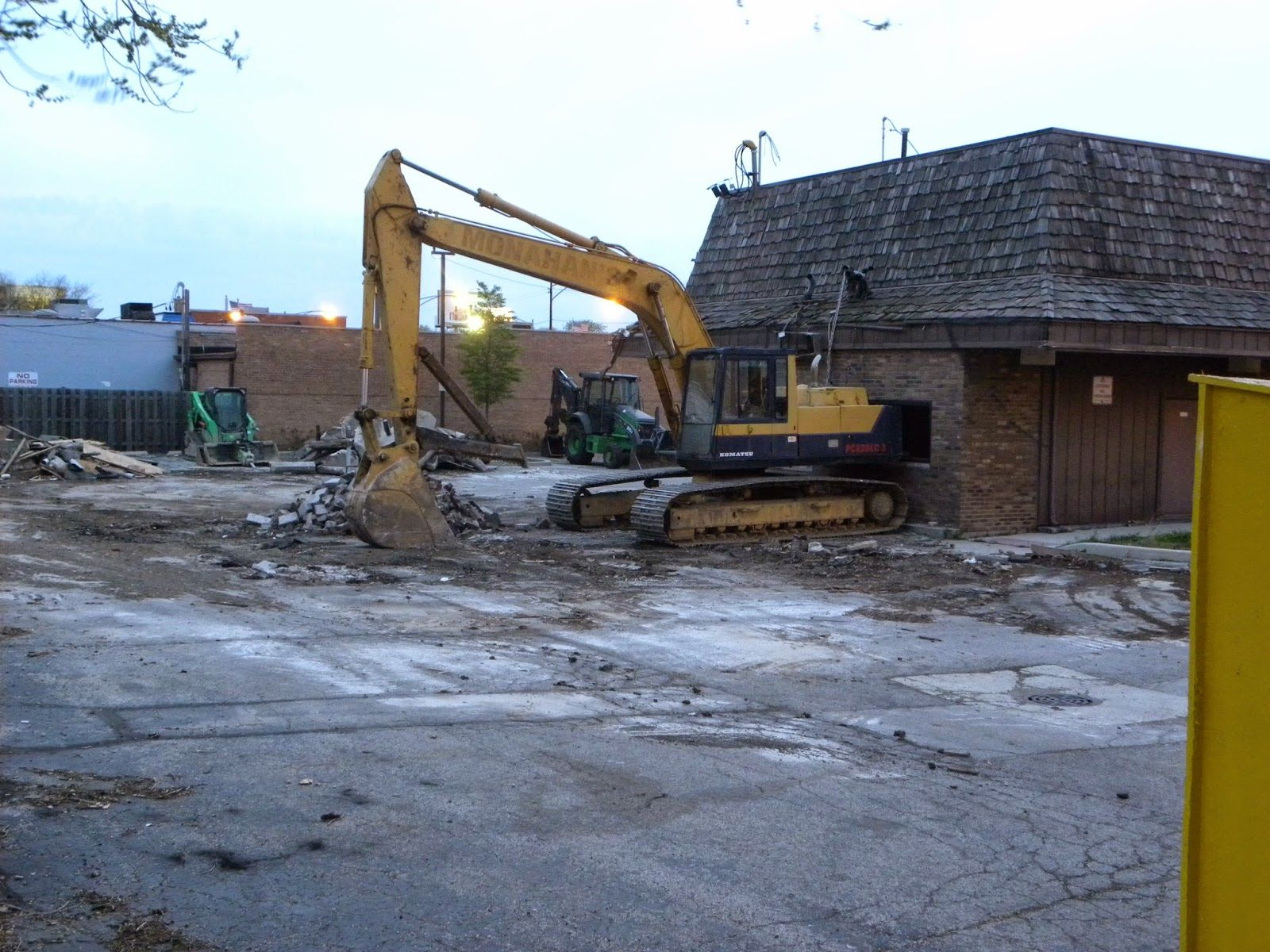Southwest Chicago Post Bank Branch Bulldozed To Make Way For Checkers At Bank Branch Make Way Narragansett
