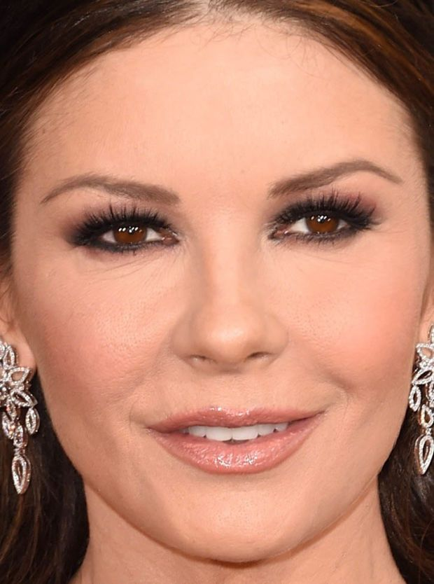 Golden Globe Awards Eye Makeup Techniques Catherine Zeta Jones Hooded Eye Makeup