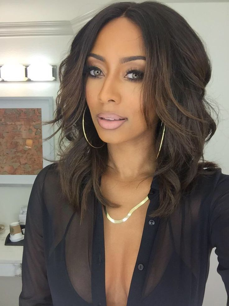 Middle Part Style   Medium hair styles, Wig hairstyles