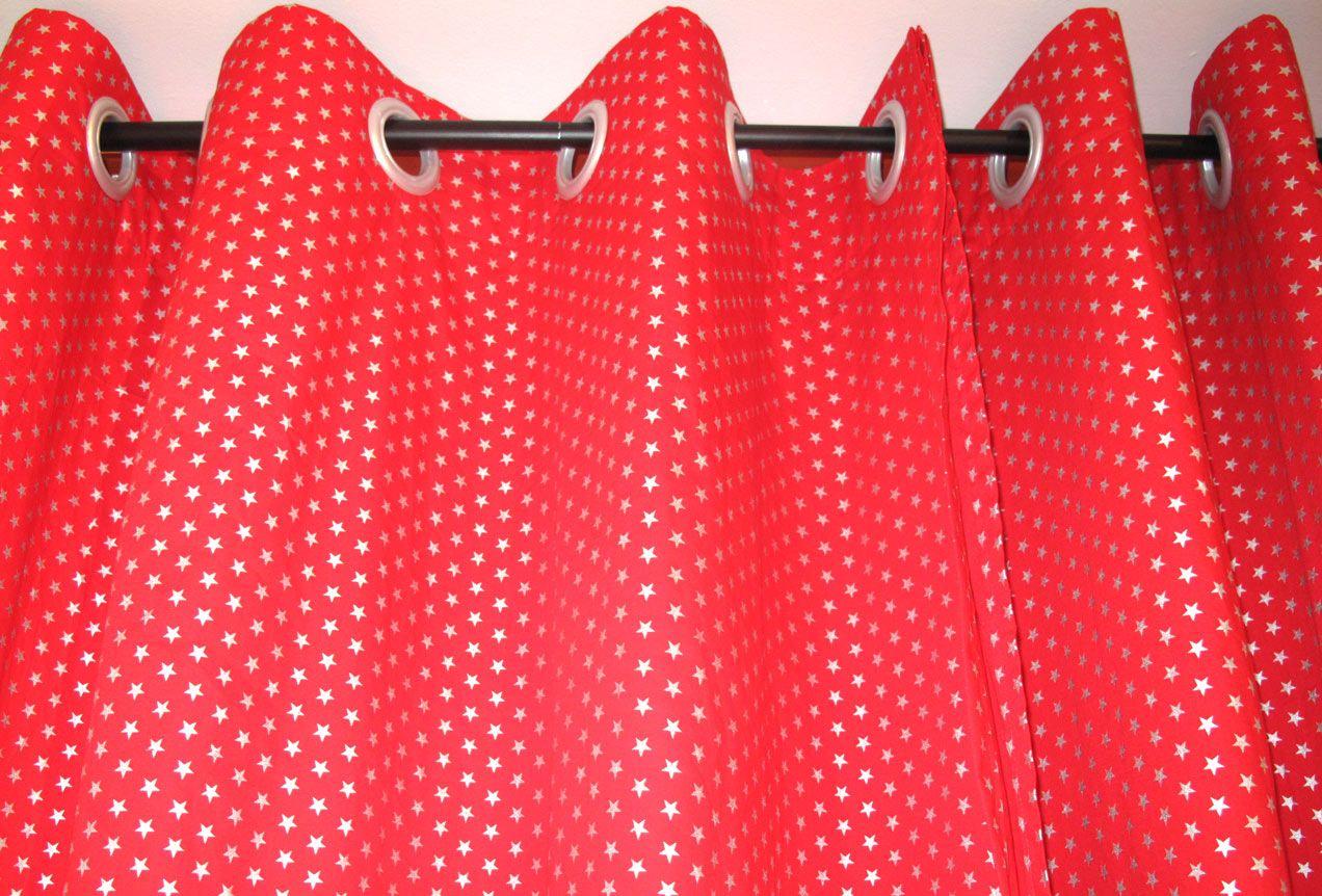 rideaux rouge étoiles  dorées  8 anneaux