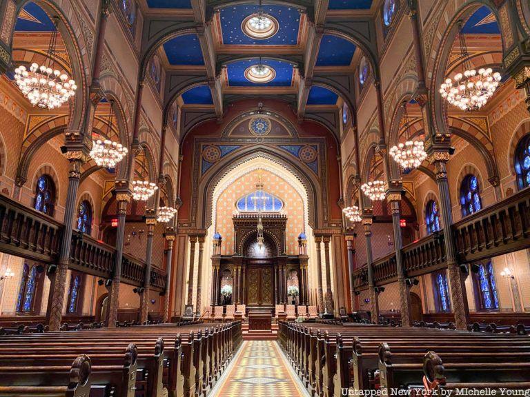 Top 10 Secrets Of Manhattan S Stunning Central Synagogue Untapped New York Synagogue Moorish Revival Moorish Architecture