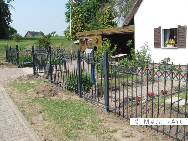 Gerader Zaun, Gartentor und Eingangspforte in Anthrazitfarbe