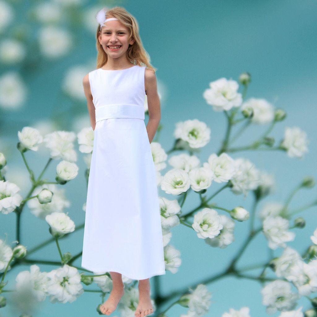 besonders schlichtes weißes Kommunionkleid #schlichtesKommunionkleid ...