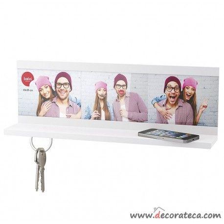 Estante cuelga llaves (4 juegos) con 3 fotos blanco. Decoración pasillos y recibidores pequeños - WWW.DECORATECA.COM