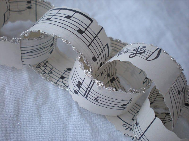 Decoratie in de vorm van partituren.
