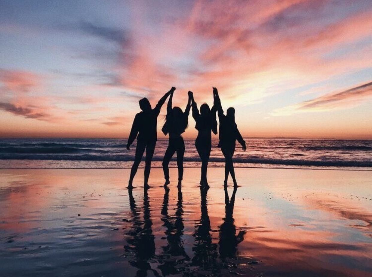 Best Group Photo Ideas for Family, Friends, and Large Groups Photoshoots