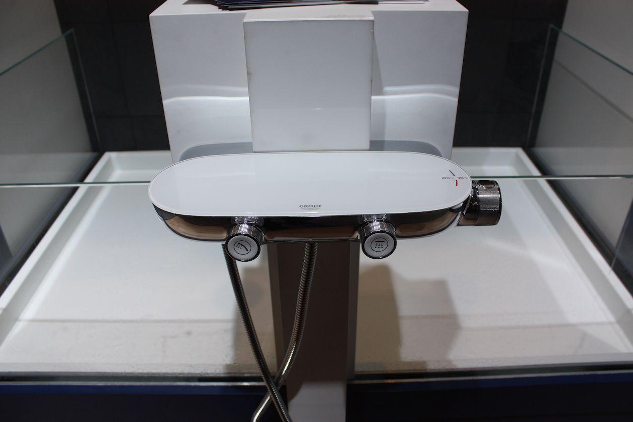 Küchendesign mit minibar neue badezimmerdesigns mit stil und technologie badezimmerdesigns