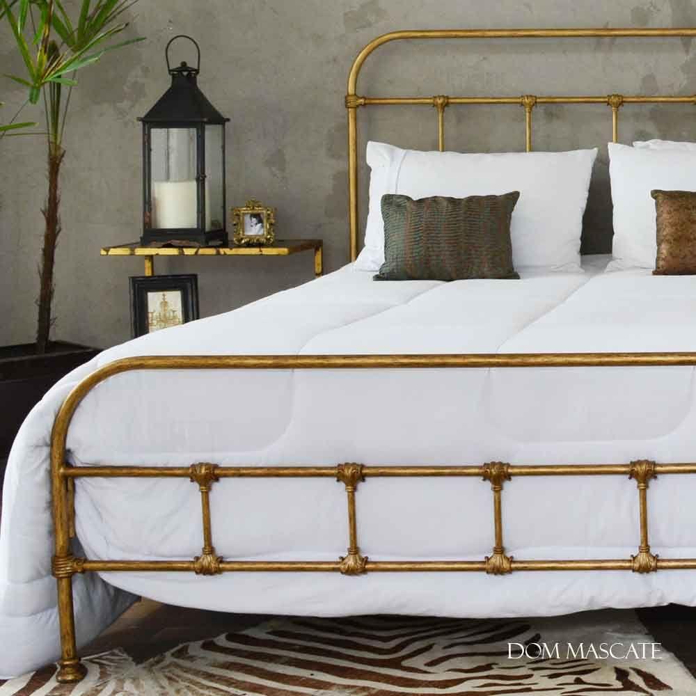 40d8e44f87 Cama de Casal em Ferro Ouro modelo Baronesa