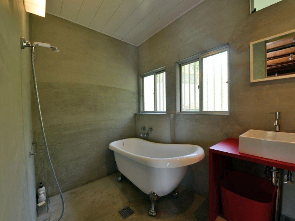 Hyfactoryさんの浴室の全体の様子 猫足バスタブとモルタル床 8082