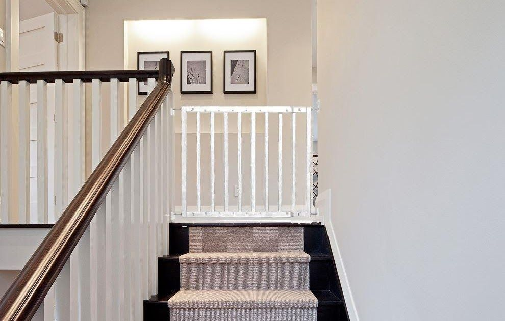 Safetots Top Of Stairs White Wooden Stair Gate 63 5cm 105 5cm Wall To Banister Baby Gate Easy For Top Of Stairs Bes Wooden Stair Gate Wooden Stairs Stair Gate