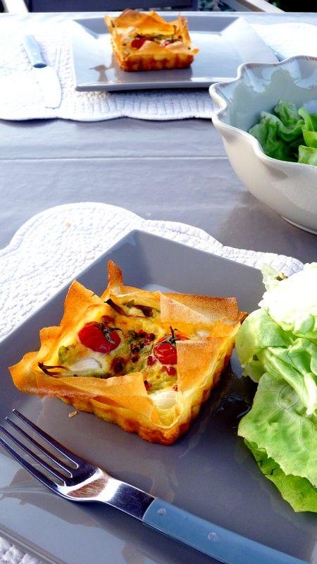 Tartelettes de brick et légumes (laitue, tomates cerises et oignons nouveaux)