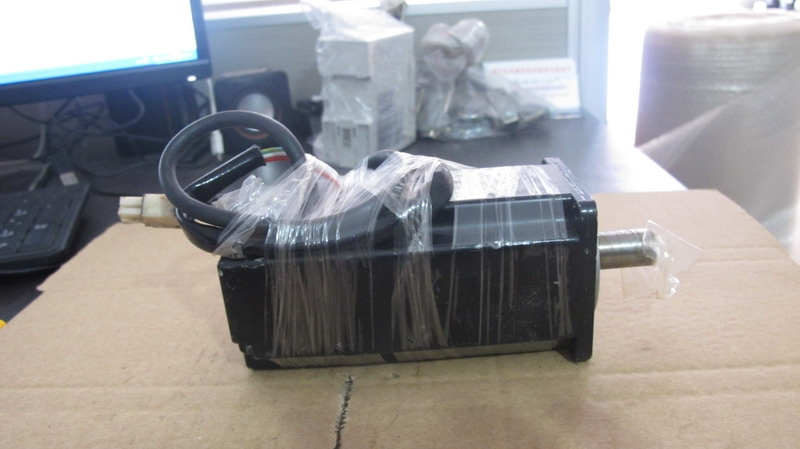 320.00$  Buy now - http://aliqhc.worldwells.pw/go.php?t=32728171485 - SGM-04A312 Used servomotor SGM-04A312-Y1 Almost new warranty for three months