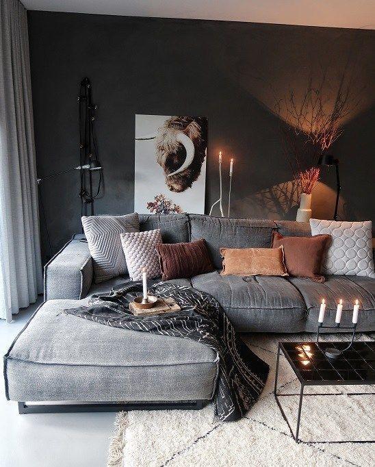 Befreie dich von dieser kalten, hellen Wand Huizedop -  Eine dunkle Wand macht Ihr Zuhause sehr gemütlich und stimmungsvoll.  - #befreie #dich #dieser #diyhomepictures #easyhomediyupgrades #hellen #Houseinterior #huizedop #kalten #von #Wand #dunklewände